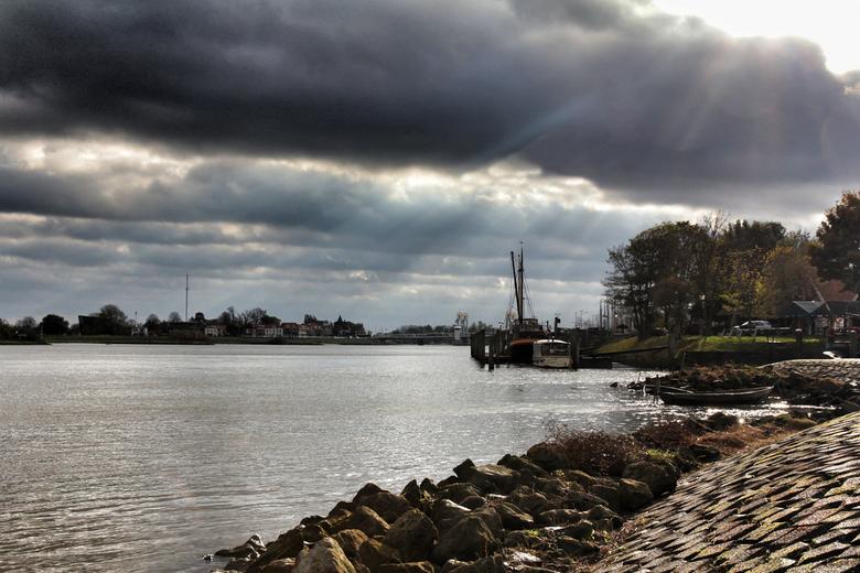 En toen brak de lucht open..... - IJssel Kampen 3 nov 2012<br /> <br /> IJssel Kampen 3 nov 2012<br /> <br /> Wou een rondje Kampen gisteren doen,