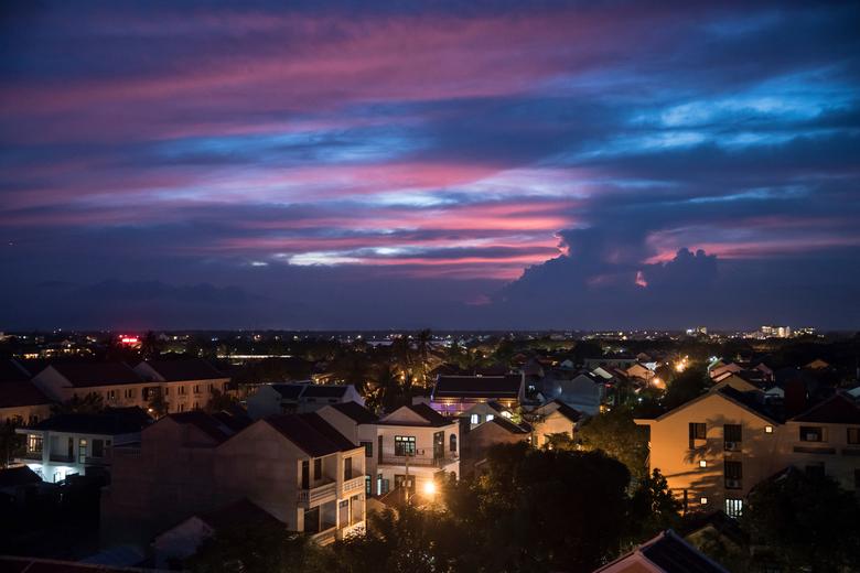 vietnam1442 - laatste zonlicht kleurt de wolken boven Hoi An, Vietnam