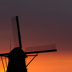 Oranje zonsondergang Kinderdijk