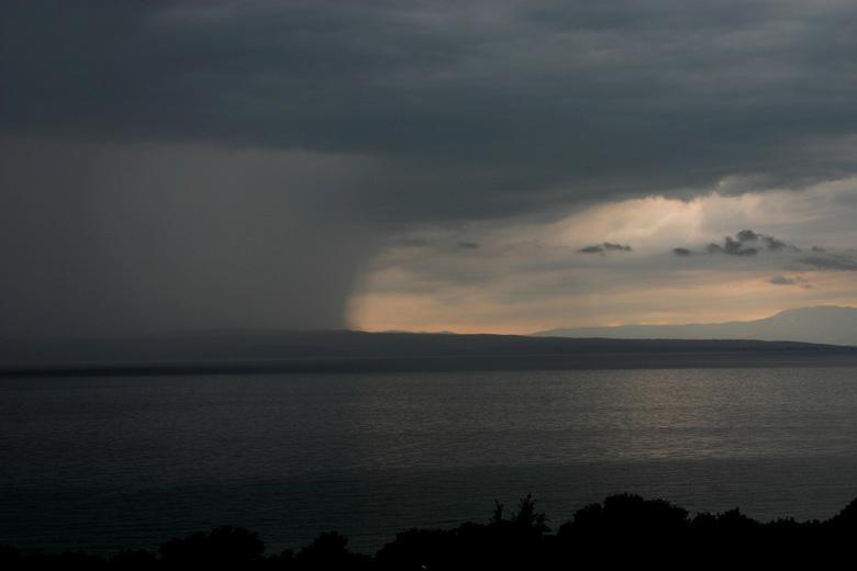 Regen op komst - Kroatie heeft enorme regen- en onweersbuien.
