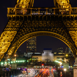 Parijs - Place de Varsovie met de Eiffeltoren