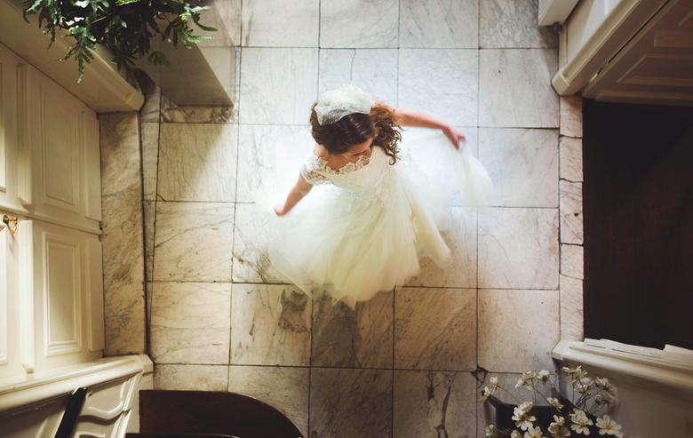 Dance - Pas heb ik voor een trouwjurkenontwerpster mogen fotograferen. Het was een super mooi pand en het leek me gaaf om een keer een foto van boven