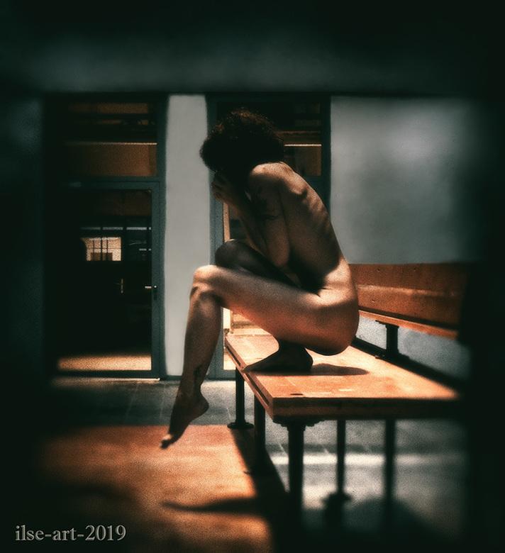 Do I dare to take the step again? - selfportrait - Do I dare to take the step again? - zelfportret.<br /> <br /> Model, fotografie en bewerking door