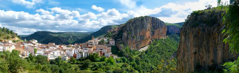 """panorama van chulilla - Dag 39:<br /> <br /> wandelen in de bergen, overzicht panorama van Chulilla.<br /> <br /> zie meer:<br /> <a href=""""https:"""