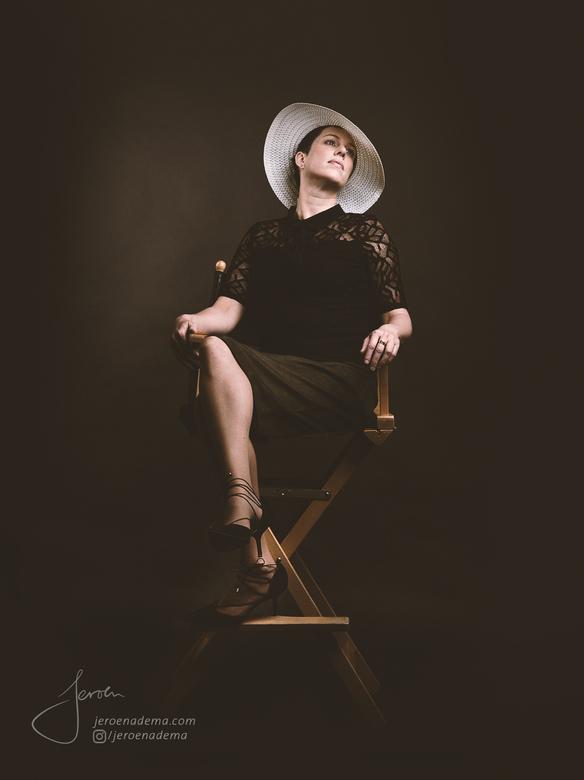 Portret V - Nog een resultaat van mijn Film Noir shoot. Het idee was om het model in een jaren '30 / Film Noir achtige stijl vast te leggen. In d