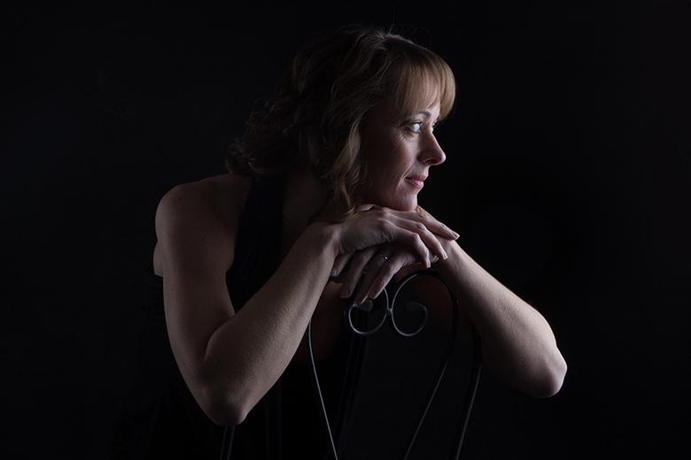 sit and watch - mua : Desiree Baker-Fama