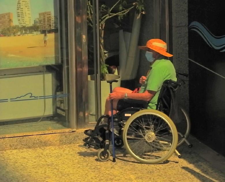 Juan was vervelend - en moest in de hoek van zijn vrouw, hij mocht niet naar binnen.