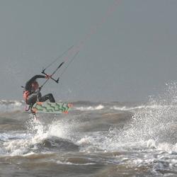 Flock of seagulls kite-surfen