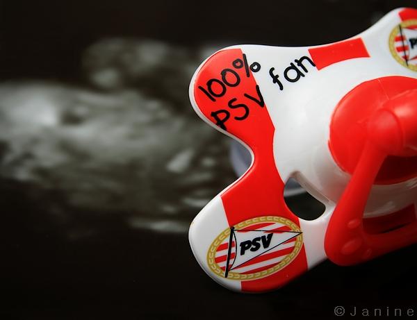 Echo baby - PSV fan - Tijdens de fotoshoot van zwangere buurvrouw gemaakt