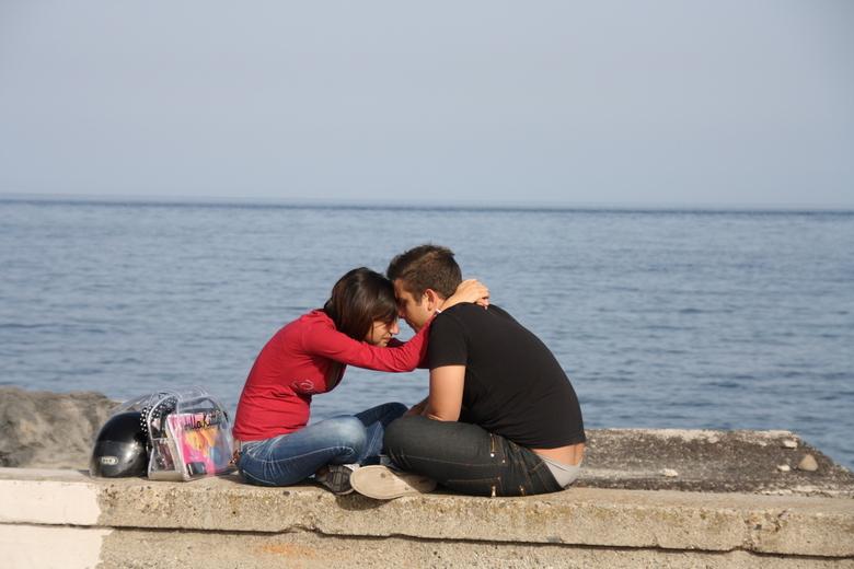 Giardini Naxos, sicilië - Wat zou er gebeurd zijn? Verliefd, verkering uitgemaakt of gewoon genieten?
