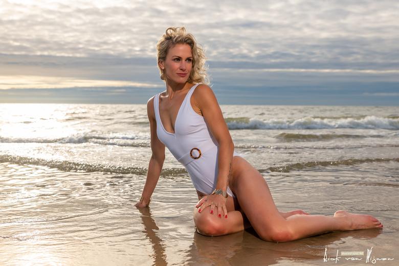 strandshoot-20200713-3257 - Beach shoot met model Pauline Snaterse
