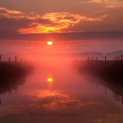 Mistige zonsopkomst vandaag in de Betuwe.