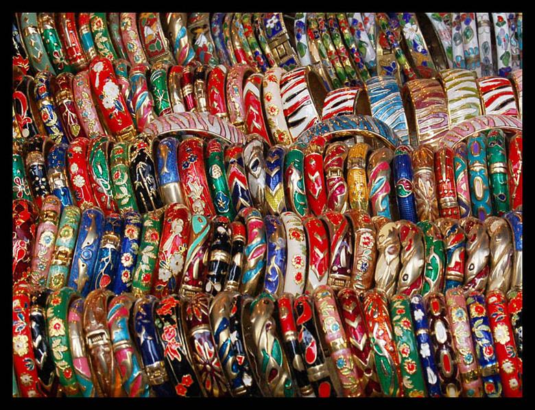 Armbanden te koop - Kleurige arm banden, Cat street vlooienmarkt Hong Kong