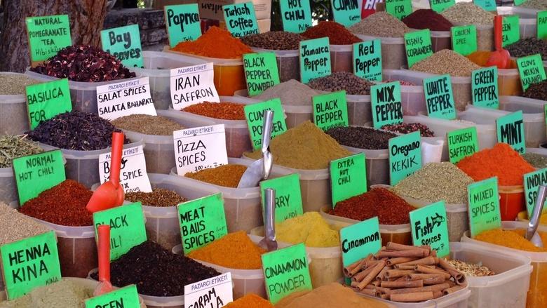 Kruidige kleuren - Deze foto is genomen op een markt een Turkije