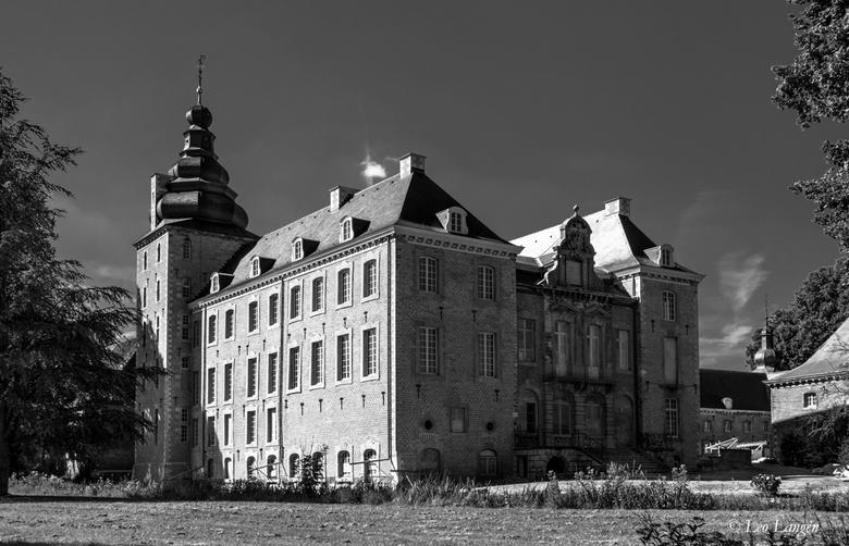 Kasteel Neubourg, Gulpen - Dit kasteel wordt al jaren gerestaureerd, wil maar niet opschieten.<br /> <br /> Bedankt voor alle reacties op leegloop.<