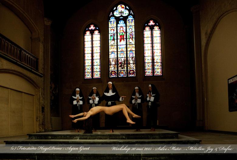 Art nude by the nuns - Uit de artistiek naakt locatie workshop van 30 mei j.l. in Leuven, maandelijks te volgen in de op diverse locaties in Nederland