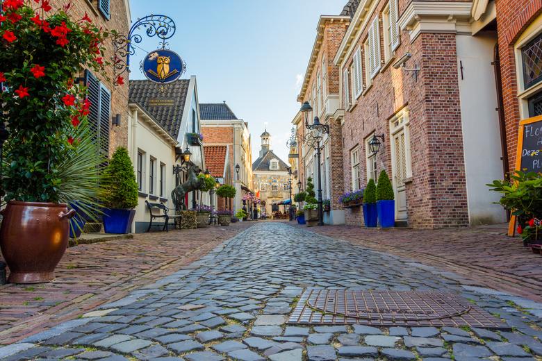 Het schilderachtige Ootmarsum - Dit is één van de vele schilderachtige straatjes van Ootmarsum. Een prachtig Drents stadje met heel veel alure!