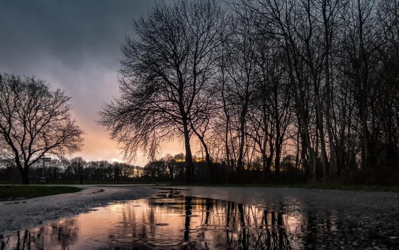 Avondlucht en regen -