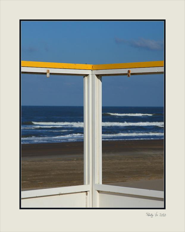 my favorite view.....2 - De strandtenten zijn alweer geplaatst voor het komende strandseizoen, en afgelopen zaterdag genoten van het heerlijke maar ko