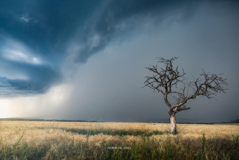 Edge of the Storm. - Vorig jaar nabij Koblenz (D) dit monster van een supercel (zwaarste categorie onweersbui) mogen zien ontstaan! We stonden precies