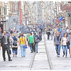 Busy shopping street in Istanbul ...