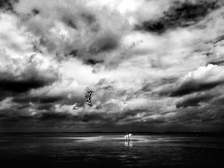 Oesterdam - Foto geschoten met iPhone, van een Kite Surfer op de Oesterdam.