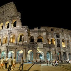 Avondopname van het Colosseum in Rome
