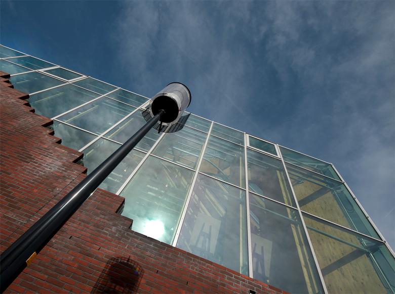 Spijkenisse - de Boekenberg, de bieb in Spijkenisse een bijzonder transparant gebouw....