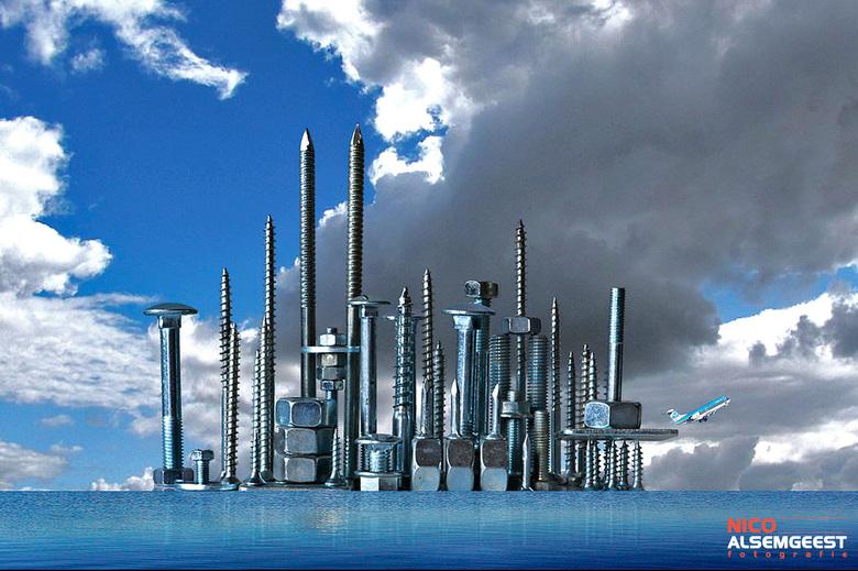 Skyline van bouten en schroeven - Een opdracht die ik gemaakt heb op de Fotovakschool. Ik mocht zelf iets creatiefs bedenken en het is een skyline van