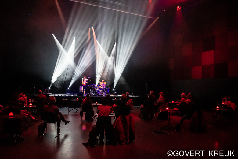 Corona-proof concert - Corona-proof concert door Luka in het LantarenVenster in Rotterdam