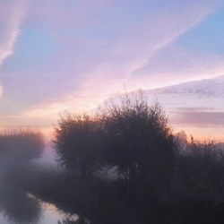 Mistige mooie ochtend bij kasteel en Linge