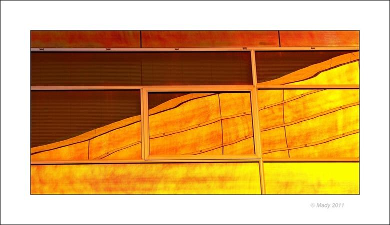 Almere La Defense 22 - Kleurrijk reflecterend panorama. <br /> <br /> Bedankt voor jullie reacties. Nog twee foto&#039;s en dan stop ik met deze ser