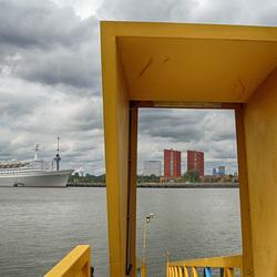 Doorkijkje Katendrecht met ss Rotterdam