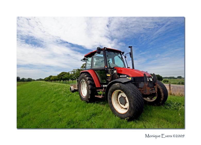 Tractor in de polder - Omdat wij as weekend met vakantie gaan neem ik met deze foto even afscheid, met andere woorden we tracken er even op uit <img