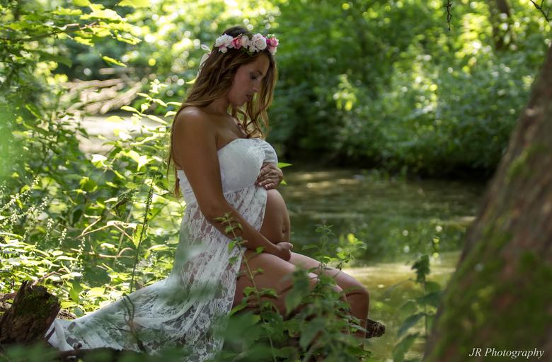 Dromerig - Zwangerschap shoot in bos met Stephany