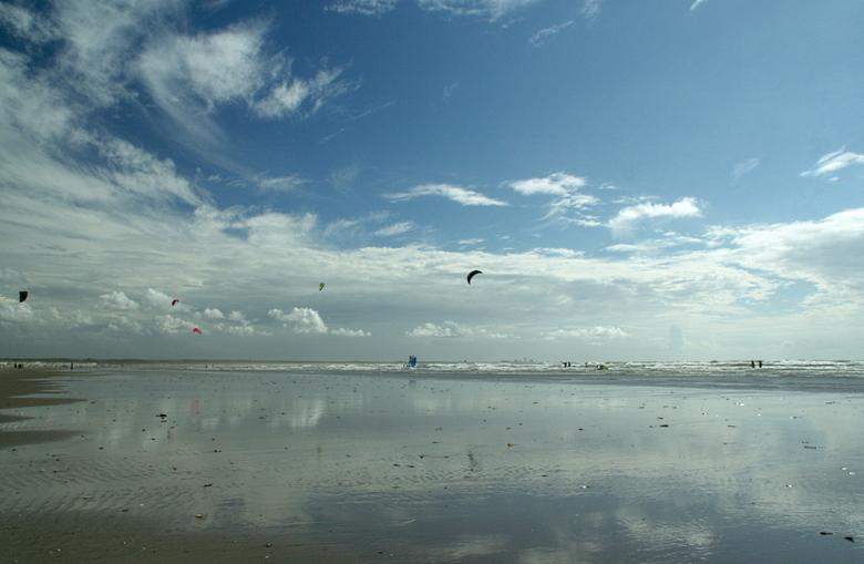 Zee en strand - Ik houd het nog even bij wat zomerse omstandigheden. En waarom ook niet.