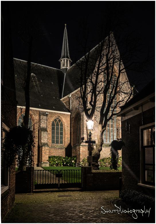 Oude kerk Naaldwijk - Mooi beeld vanuit het Kerklaantje op de Oude Kerk in Naaldwijk