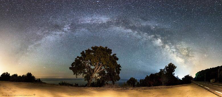 """The Milky Way from Corsica - Weer terug van een heerlijke vakantie in Corsica&#039;<img  src=""""/images/smileys/wilt.png""""/><br /> <br /> Een grote wen"""