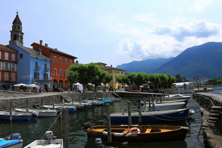 haventje Ascona - Nog een foto van Ascona (zullen nog wel een paar volgen).<br /> Nu met het haventje op de voorgrond, met daarachter weer zicht op d