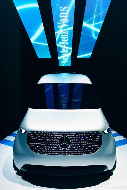 Drone equipped delivery van - Dit is de Vision Van van Mercedes-Benz. Een bestelbus uitgerust met twee drones. De visie van de toekomstige bezorgdiens