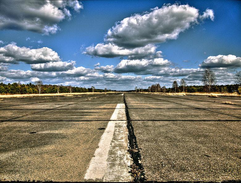 The Runway - Op de startbaan &amp; landingsbaan van een   Russische Vliegbasis in de voormalige DDR<br /> <br />