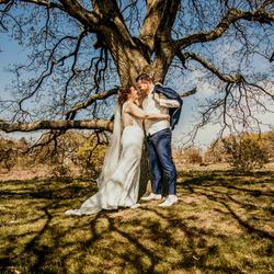 Bruidspaar buiten