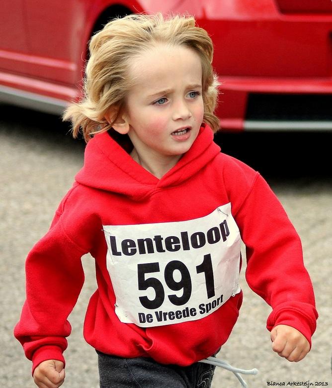 """1 km Dios Lenteloop - Hij ging er helemaal voor 1 km hardlopen zonder te stoppen! <img  src=""""/images/smileys/good.png""""/><br /> Ik ben trots op mijn k"""