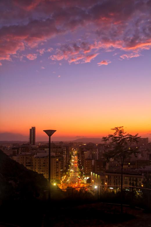 Night Traffic... - Alicante is altijd al een prachtige stad, maar op bepaalde momenten is het nog iets meer genieten....