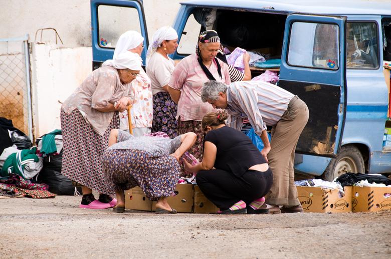rijdende boutique - Tijdens een vakantie in Turkije begin deze maand bezochten wij een heel klein dorpje in de buurt van Bodrum. Geen winkel te bekenn