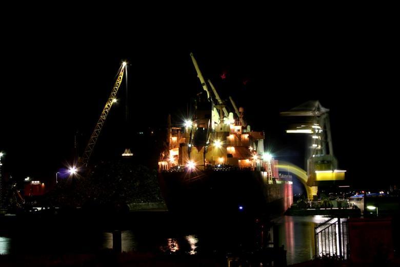 Nachtwerk - Nachtelijke werkzaamheden in Dordtse haven.