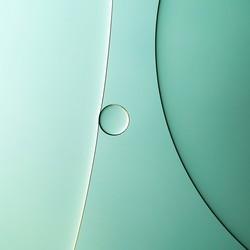 Olie op water blauw