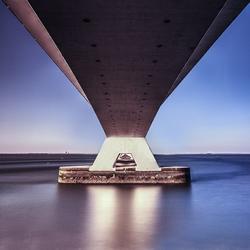 De Zeelandbrug, bekeken vanuit een ander perspectief.