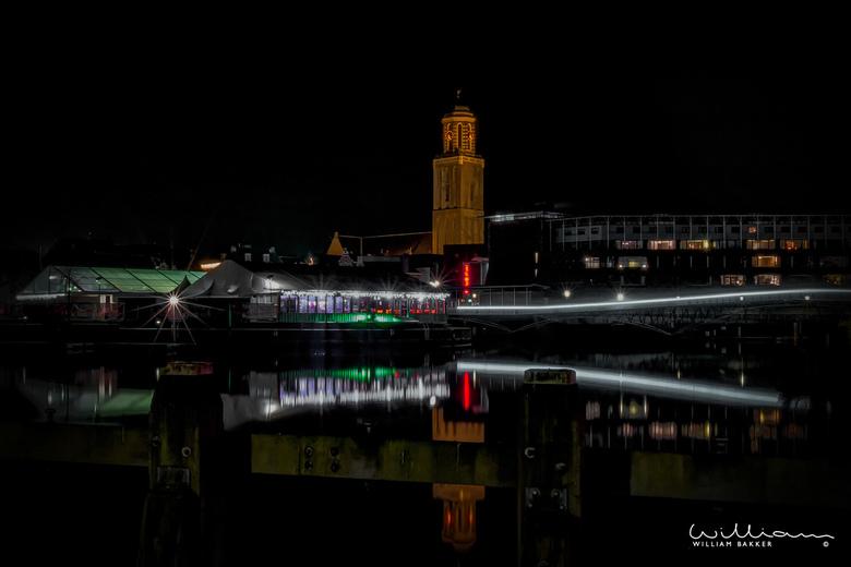 City Lights - Een blik op de binnenstad van Zwolle, met in het midden 'De Peperbus' tijdens een winteravond.