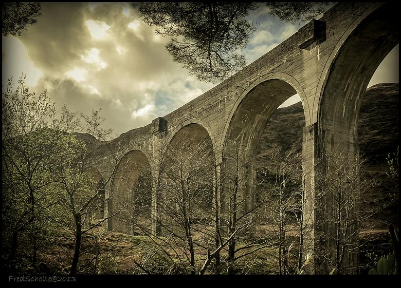 Glenfinnan highlands  - Het beroemde spoorviaduct.<br /> 1000 meter lang en 100 meter boven de grond .